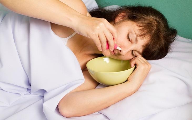 Como fazer lavagem nasal com soro para rinite alérgica